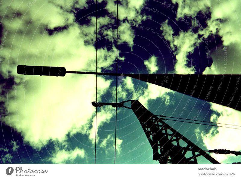 ENERGIE | wolken strom laterne himmel grafik style gleise Himmel Sonne blau Wolken Ferne Linie Stimmung Kraft Eisenbahn Perspektive Industrie Energiewirtschaft Elektrizität bedrohlich Laterne Umzug (Wohnungswechsel)
