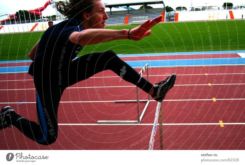 voigas Stadion Leichtathletik springen 100 Meter Lauf Barriere hurdle Sport laufen Lebenslauf track Hürdenlauf