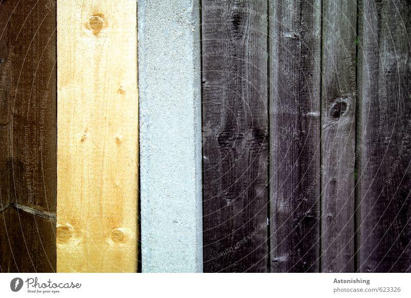 Holz Säge Mauer Wand Fassade stehen alt fest einzigartig neu schön Stadt braun gelb grau schwarz Linie Holzbrett Bretterzaun Astloch Beton mehrfarbig Farbfoto