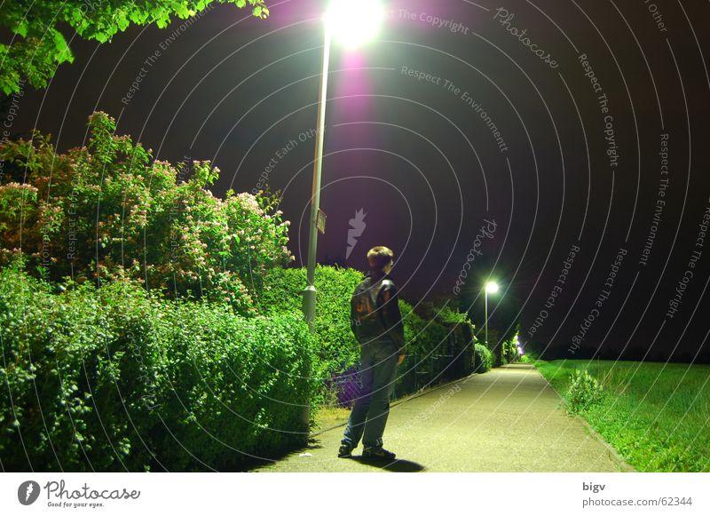 Warten Laterne Nacht dunkel Einsamkeit aleine warten sehensucht im licht Wege & Pfade sehensüchtig unter der laterne