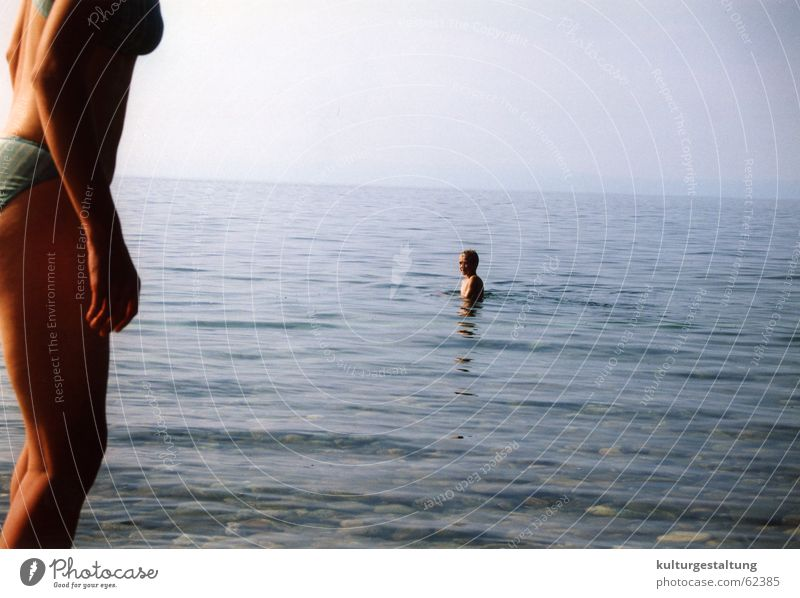 Baden im Baikalsee, Russland Himmel blau Wasser Meer Sommer Freude Einsamkeit See Gesundheit Schwimmen & Baden Klarheit Bikini Badehose Badeanzug