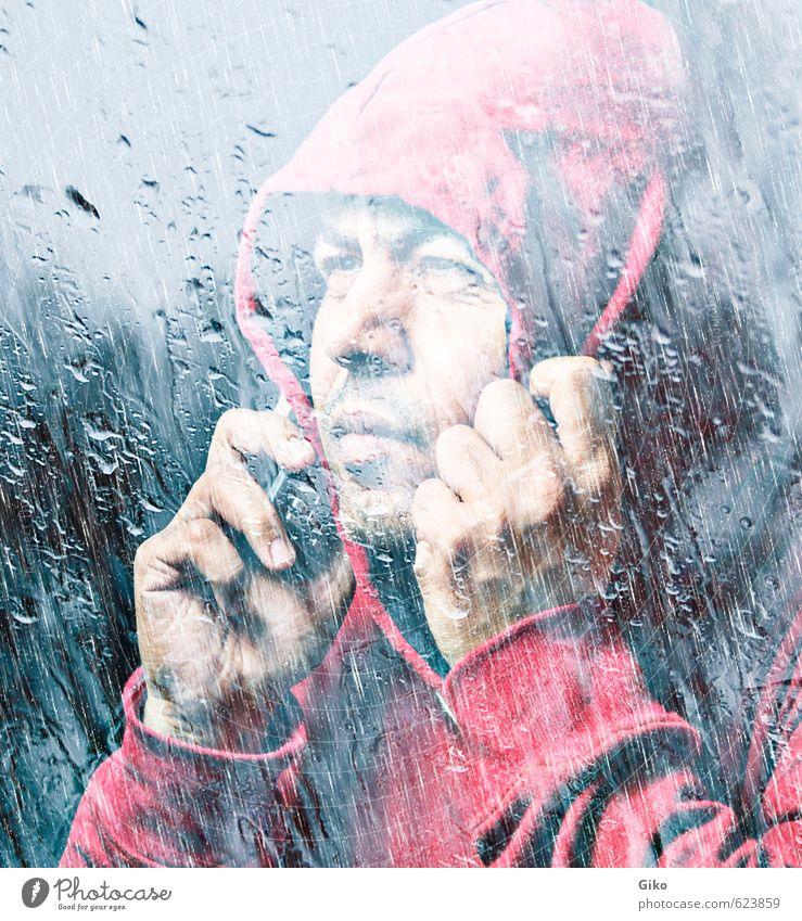 Mann in roter Kapuze Stil Gesicht Telefon Mensch Junge Erwachsene Jugendliche Mund Kultur Regen Traurigkeit Coolness Fürsorge Identität traurig ernst auflehnen
