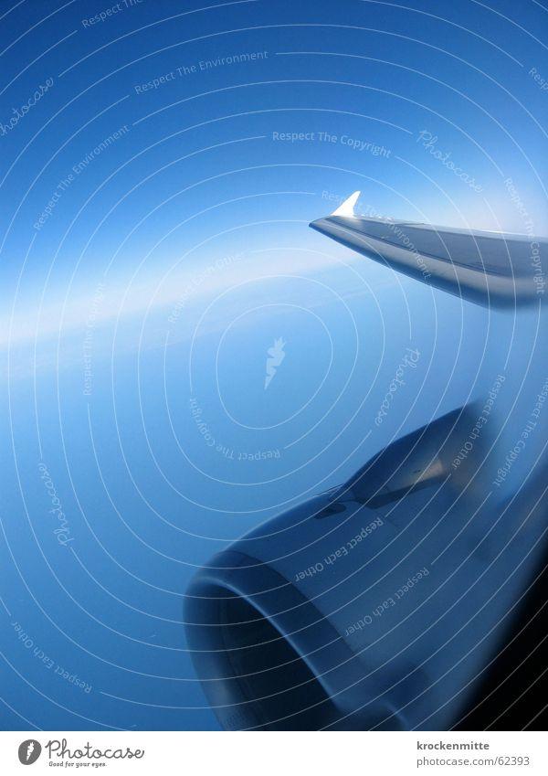 kontrollblick Himmel blau Ferien & Urlaub & Reisen Fenster Flugzeug fliegen Horizont Luftverkehr Flügel Verzerrung Getriebe Fensterblick Fensterplatz