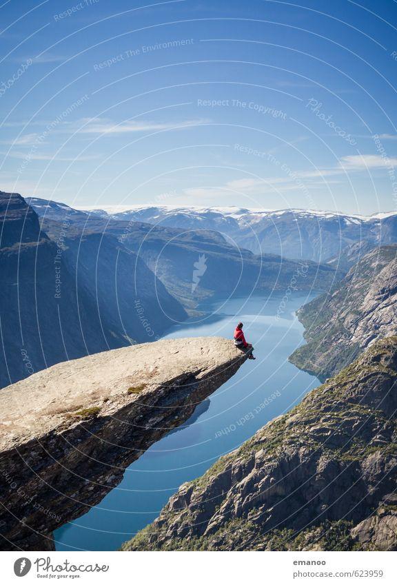 auf der Zunge des Trolls Freude ruhig Ferien & Urlaub & Reisen Tourismus Abenteuer Ferne Freiheit Sommer Berge u. Gebirge wandern Klettern Bergsteigen Mensch