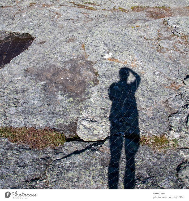 Ein Schatten aus Granit Lifestyle Freude Freizeit & Hobby Ferien & Urlaub & Reisen Tourismus Ausflug Berge u. Gebirge wandern Mensch Mann Erwachsene Körper 1