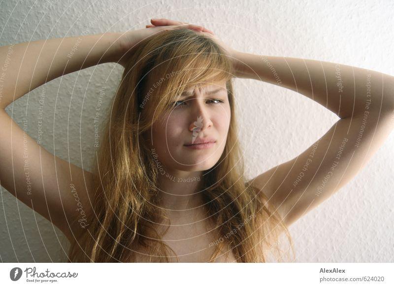 Nee! Junge Frau Jugendliche Kopf Arme 18-30 Jahre Erwachsene blond langhaarig Denken sprechen Blick ästhetisch frech groß nah rebellisch dünn schön sportlich