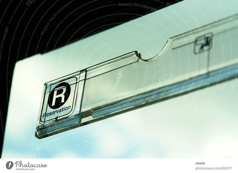 sitz!platz Eisenbahn reserviert Fenster Abteilfenster Sitzgelegenheit Verkehr Öffentlicher Personennahverkehr Schilder & Markierungen Himmel