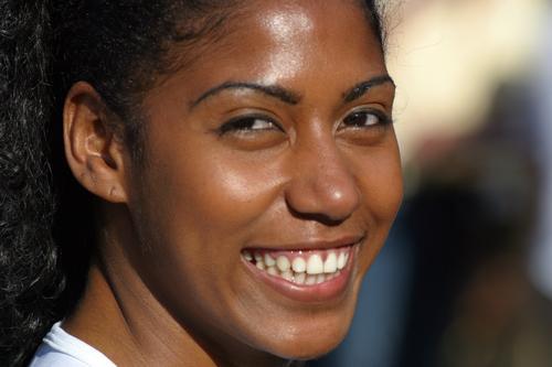 Lächeln für Brasilien Frau weiß Auge Wärme lachen lustig Zähne Weltmeisterschaft Porträt Teint Mund