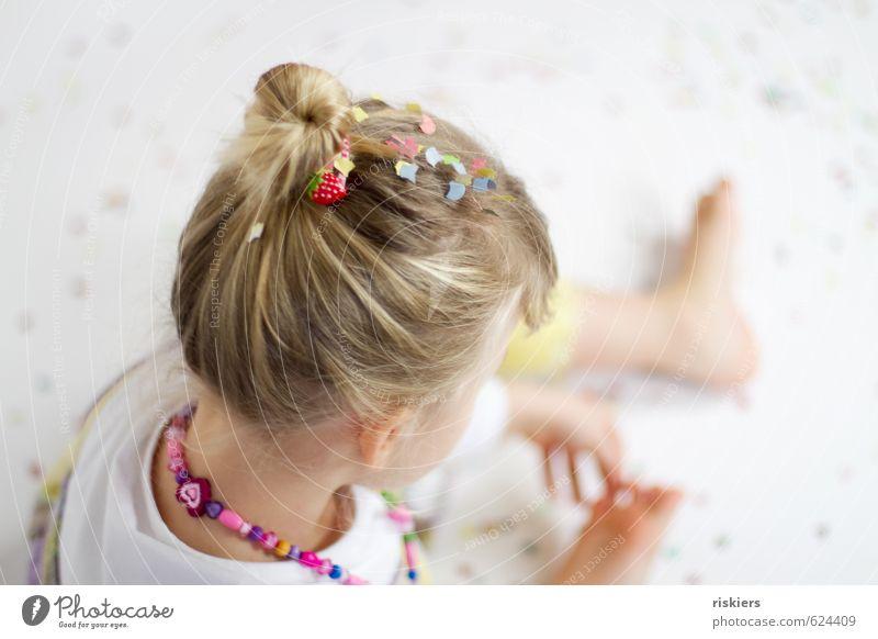 träume bunt Freude Glück Feste & Feiern Karneval Geburtstag Mensch feminin Kind Mädchen Kindheit Leben 1 3-8 Jahre Party Blick Spielen träumen Freundlichkeit