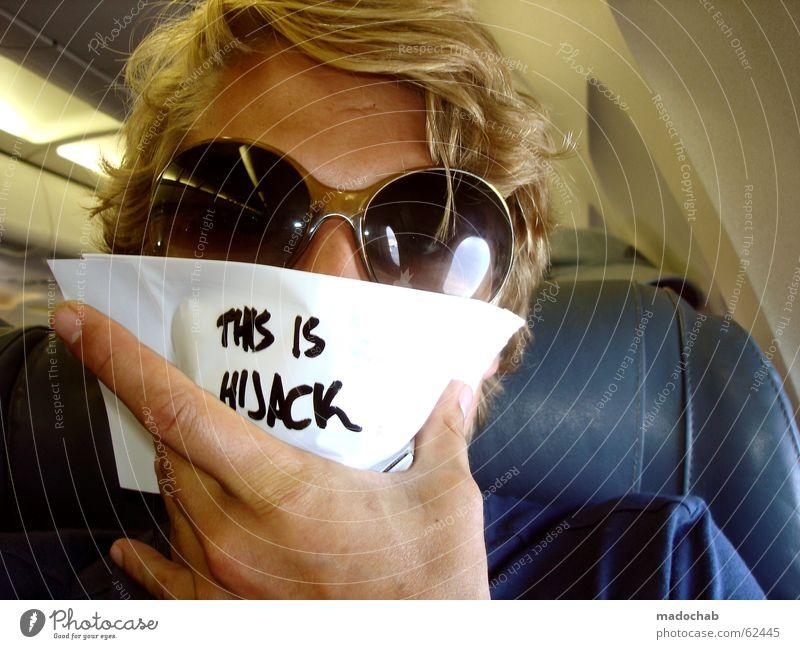 HIJACK ME | terrorist self entführung spass flugzeug passagier Mensch Jugendliche blau weiß grün Freude Einsamkeit schwarz lustig Raum blond Flugzeug gefährlich Luftverkehr Schriftzeichen Suche
