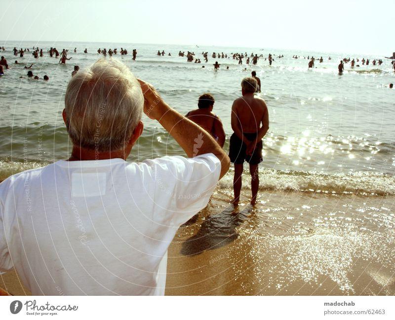 ABER WO?!!? | rentner meer urlaub sehnsuch heimweh tourismus Mensch Himmel Mann Hand blau weiß Sonne Ferien & Urlaub & Reisen Meer Sommer Strand Einsamkeit Ferne Senior grau Stil