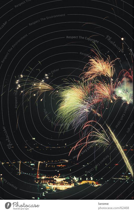 feuerwerk Feuerwerk Jahrmarkt Österreich Leuchtspur Linz (Donau) Donau
