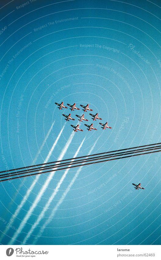 flight Flugzeug fliegen Düsenflugzeug Formation Kondensstreifen Kunstflug Staffelung
