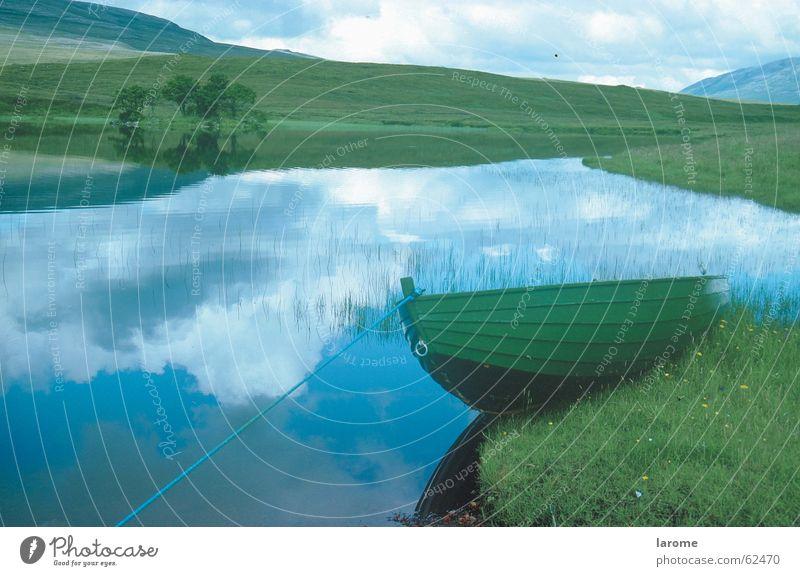 festgefahren See Wasserfahrzeug Niveau Loch Teich Schottland Schottisches Hochlandrind
