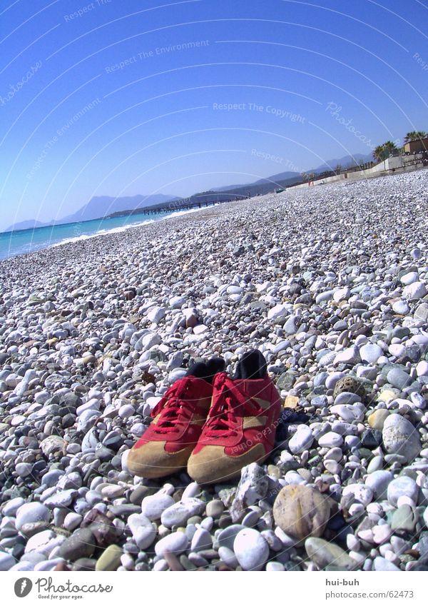schuhe am strand Meer blau Einsamkeit kalt Berge u. Gebirge grau Stein Schuhe Türkei