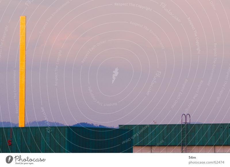 gelb Säule rosa grün Gebäude Himmel Wärme Schornstein Leiter Abenddämmerung leuchtende Farben Kupferdach 1 hoch eckig rechtwinklig Menschenleer Außenaufnahme