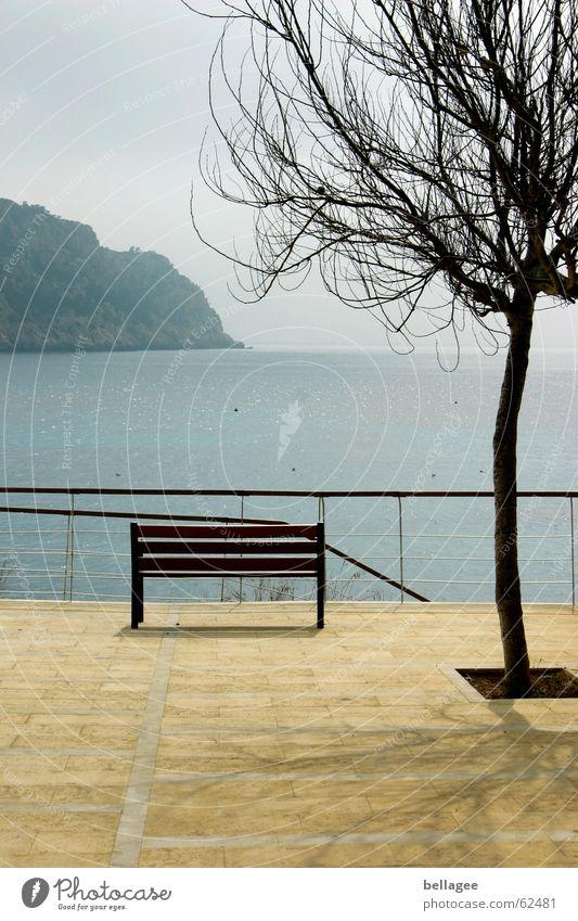 einsamer blick Meer blau Einsamkeit gelb Ferne Erholung Stein sitzen Bank Aussicht Geländer Mallorca Balearen San Telmo