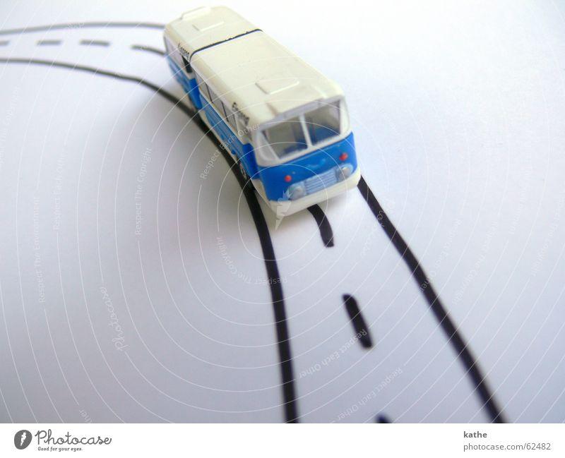 Butterfahrt weiß blau Ferien & Urlaub & Reisen Straße Wege & Pfade planen Papier Ziel Spielzeug Verkehr Verkehrswege Bus Fahrzeug Tourist