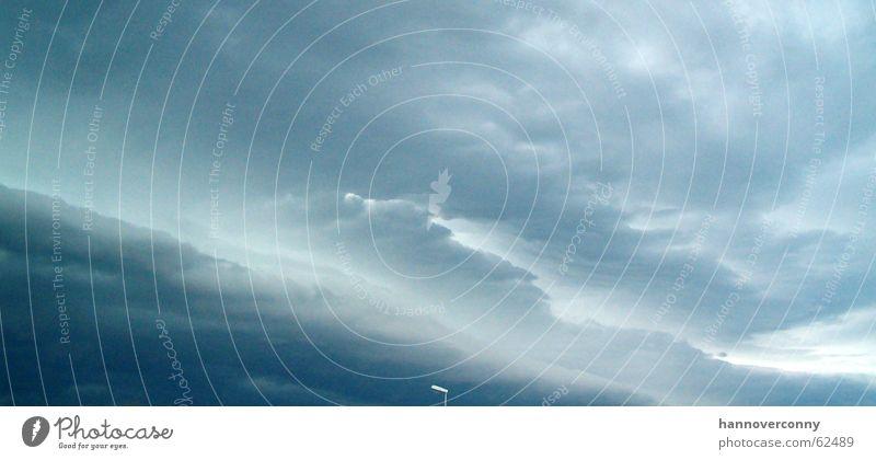Sommergewitter Wolken Traurigkeit Regen bedrohlich Gewitter schlechtes Wetter unheilbringend