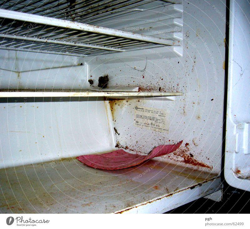 Heute schon in den Kühlschrank geguckt? dreckig Küche Reinigen Erdöl schäbig Kühlschrank Fächer schädlich Putztuch