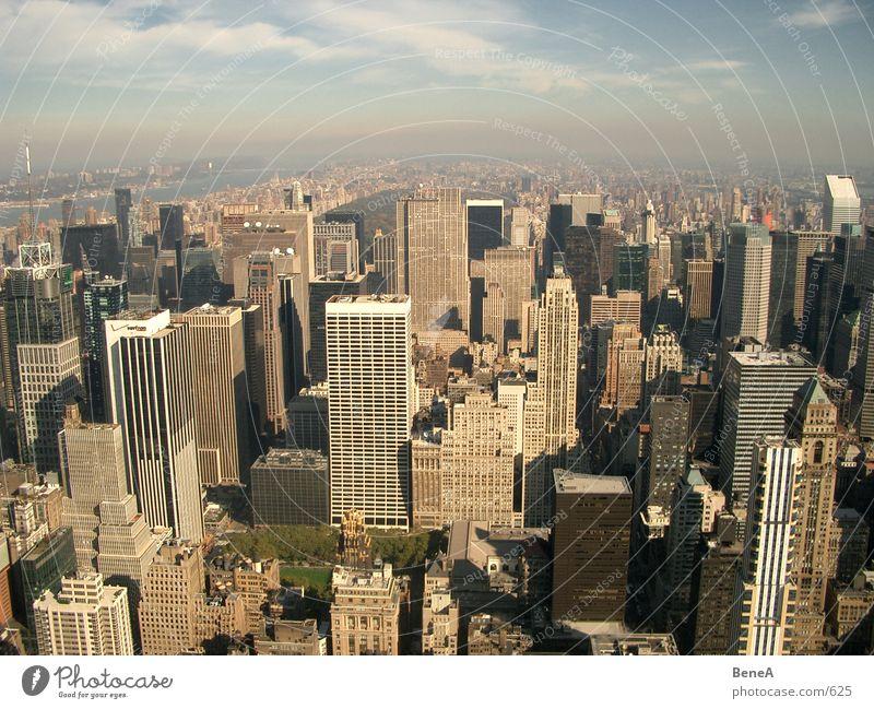 New York 3 Mensch Himmel Stadt Ferien & Urlaub & Reisen Leben Kunst Beton Hochhaus Tourismus USA Skyline Amerika Tourist Sehenswürdigkeit Manhattan