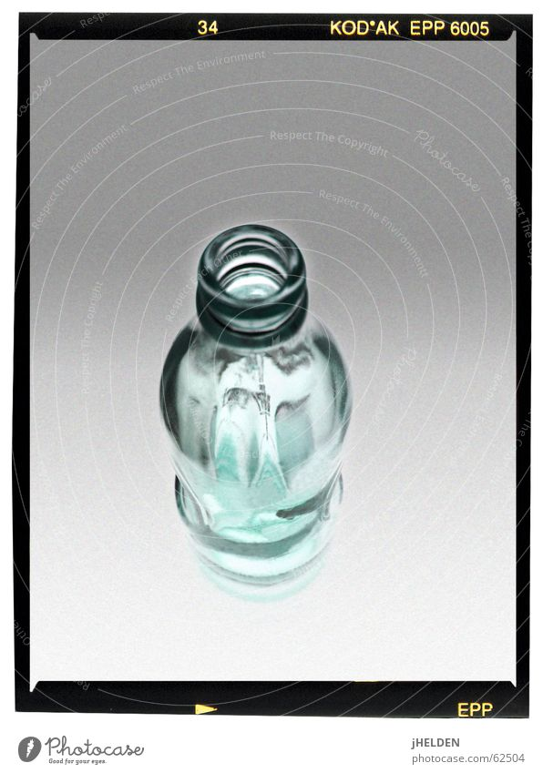 transparency Getränk Trinkwasser Limonade Flasche frisch glänzend trendy modern blau grau schön Erfrischung leer Leuchttisch Verlauf zyan Mittelformat