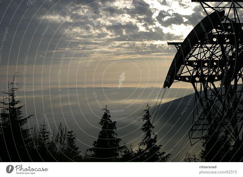 Weite Blick über Vancouver Kanada Rocky Mountains Nebel Sonnenuntergang Wald Stahl Seilbahn ruhig crouse mountain Himmel Berge u. Gebirge Technik & Technologie