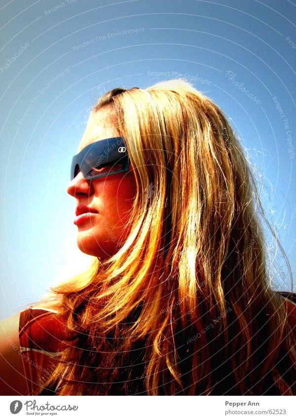 silent freak Frau schön Himmel Sonne blau Sommer Gesicht Haare & Frisuren Mund Wärme blond Nase Brille Physik