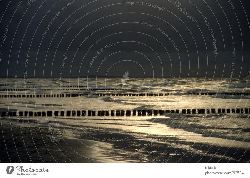 Liquid Silver Unwetter Sturm Wolken Meer Wellen Buhne Strand Sandstrand Horizont Ferne Licht Ferien & Urlaub & Reisen Herbst Winter aufregend schimmern dunkel