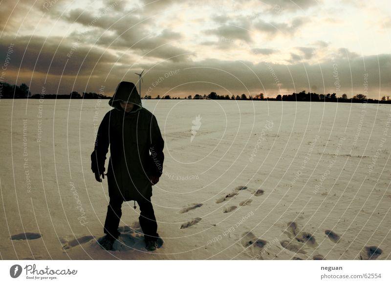 der einsamme wolf.. Mensch Winter Wolken Einsamkeit Schnee Landschaft Spuren Jacke