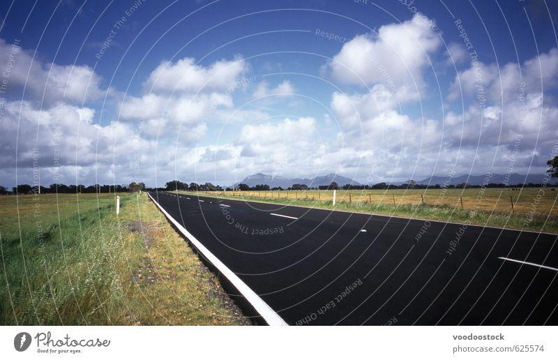 Sommer Roadtrip Ferien & Urlaub & Reisen Ausflug Sightseeing Himmel Wolken Gras Wiese Straße Autobahn blau grün gerade Australien Opa Victoria Rollfeld