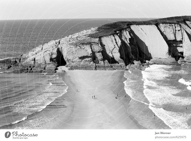 The beach. Ferien & Urlaub & Reisen Sommer Sommerurlaub Sonne Strand Meer Wellen Spanien Atlantik Schwimmen & Baden Küste Bucht Erholung Zufriedenheit Liencres