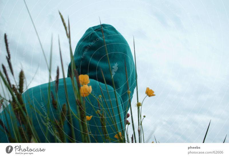 kapuzenfrau Himmel Blume grün Sommer Wolken gelb Wiese Gras Frühling Freiheit Rasen Falte türkis Pullover Kapuze