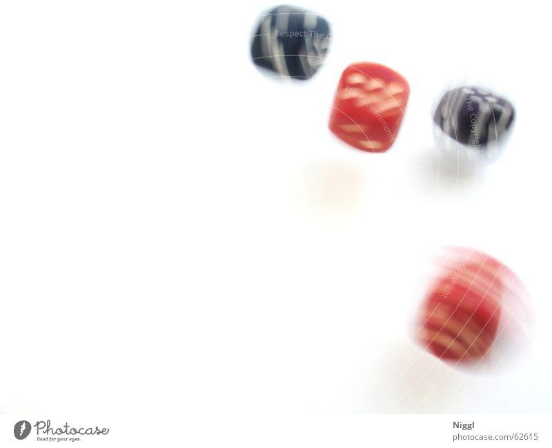 Roll The Dice Unschärfe rot Spielen Glücksspiel Kniffel Bewegung blur blau dice snakeeye Spielkasino niggl Würfel