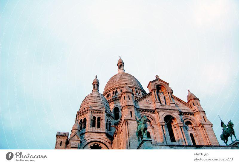 Sacré-Cœur - (sakkre kör) Ferien & Urlaub & Reisen alt Stadt Architektur Religion & Glaube Tourismus Ausflug Kirche Turm historisch Bauwerk Denkmal Paris Frankreich Stadtzentrum Wahrzeichen