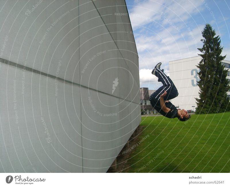 stillstand Sport springen Bewegung Mauer fliegen 3 Luftverkehr Pause fallen Mut Held Respekt stagnierend Drehung Übermut