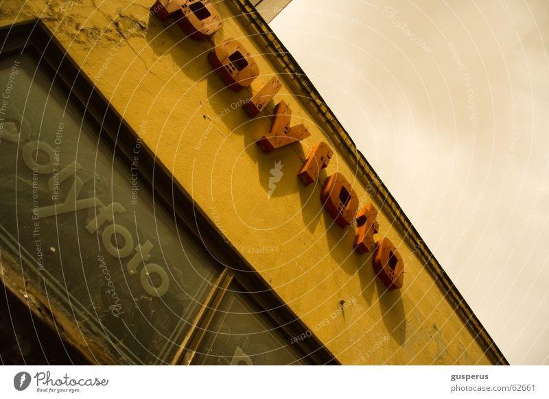 ostlook!!! Haus Osten Filmmaterial vergilbt altmodisch Werbung Leuchtreklame Ostalgie Leipzig polyfoto orwo go east architecture yellowed antique advertising