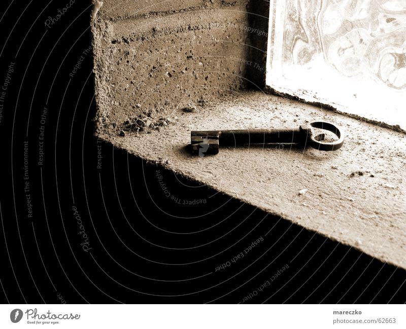 versteckte schlüssel alt dunkel oben Glück Tür geschlossen offen geheimnisvoll Burg oder Schloss verstecken Schlüssel schließen aufmachen verborgen einschließen