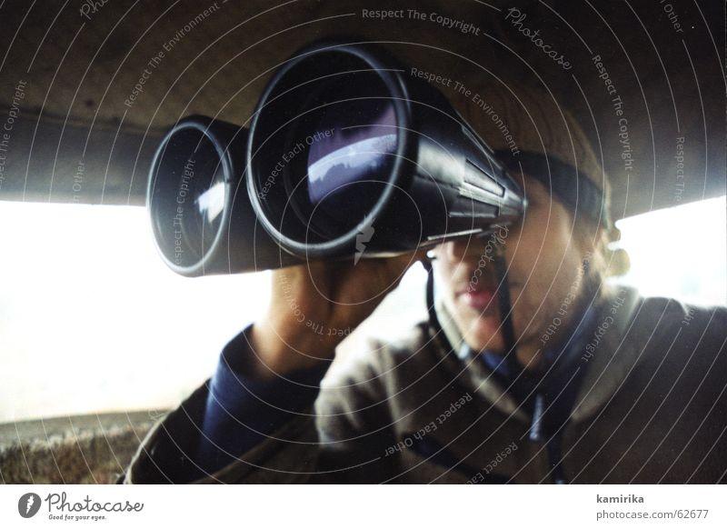 auf der pirsch Jäger Fernglas Hochsitz Pirsch Suche finden Fernweh vergrößert Ferne fotojäger Jagd förster Wildtier ich seh was du nicht Linse beobachten