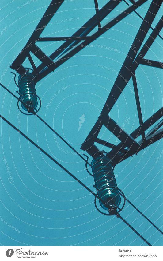 starkstrom Energiewirtschaft Elektrizität Strommast Leitung Isolatoren