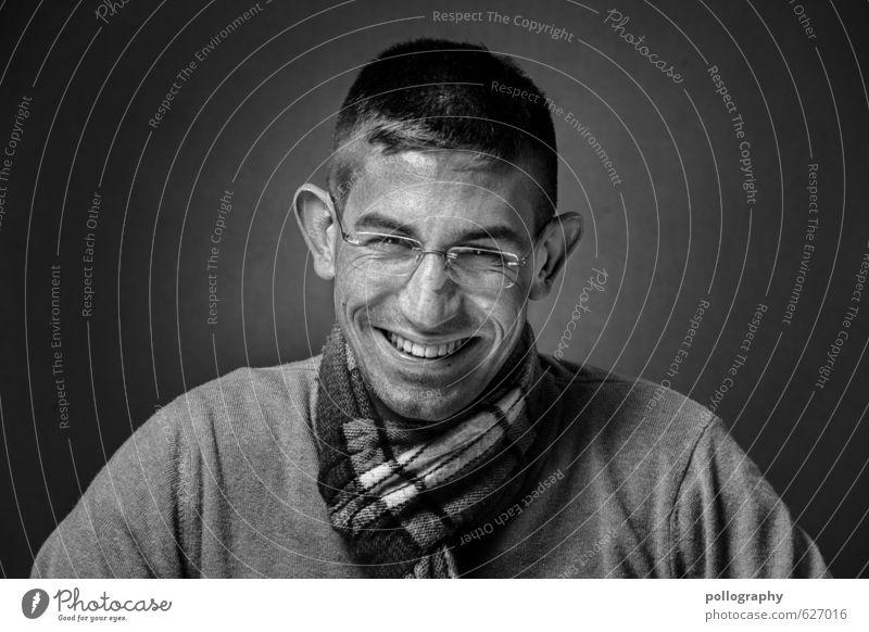 be proud of yourself (7) Mensch maskulin Junger Mann Jugendliche Erwachsene Leben Kopf 1 Pullover Brille Schal kurzhaarig Gefühle Stimmung Freude Glück
