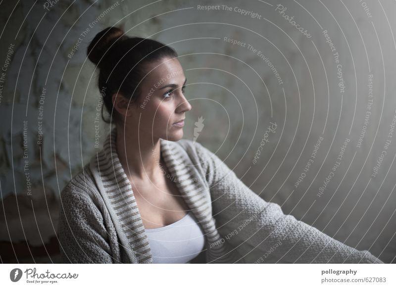 Aylin (4) | 800 Mensch Frau Jugendliche alt schön Junge Frau ruhig 18-30 Jahre Erwachsene Leben Wand Gefühle feminin Gebäude Mauer Haare & Frisuren