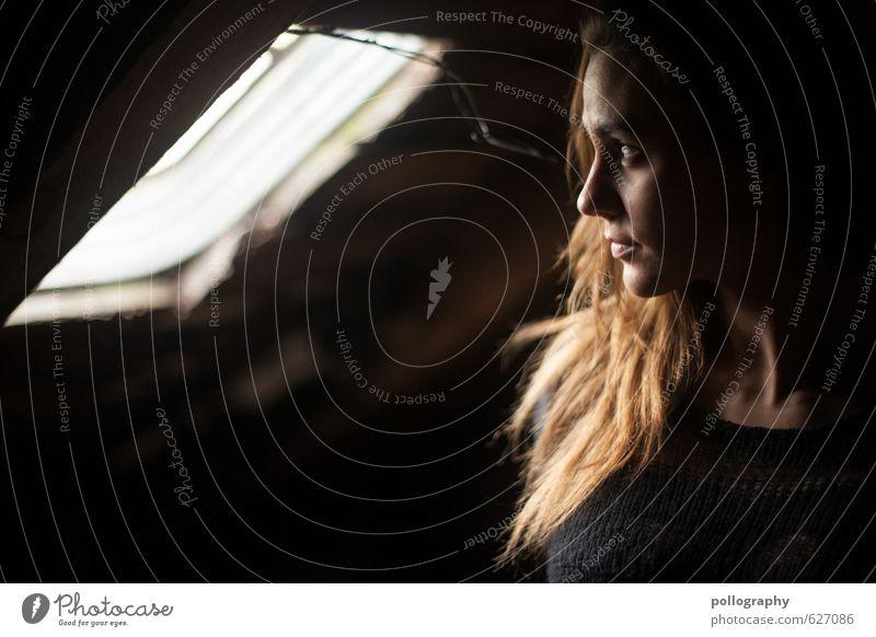 Aylin (2) Mensch Frau Jugendliche Junge Frau Erwachsene Fenster Leben Gefühle feminin Haare & Frisuren Glück Stimmung Körper Zufriedenheit warten authentisch