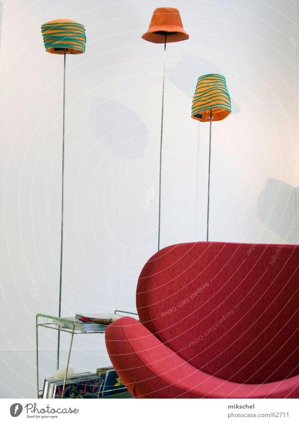 Hüte auf Spargel / Hats on aspargus Sessel Pause Lampe rot grün Ausstellung Design Kunst Handwerk retro Hut hutmacher showroom orange Designer hat hats capper