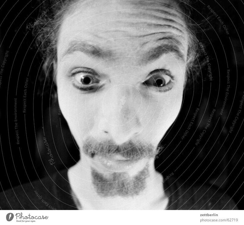 Erstaunen oder Skepsis? Gesicht Auge Mund Nase authentisch Bart Grimasse skeptisch Anschnitt erstaunt Verzerrung Oberlippenbart Kinnbart Unglaube Männergesicht