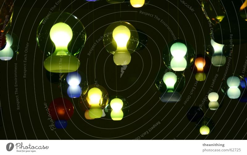 *lichtspiele* Licht Lampe hängen dunkel hell Lichtspiel rund Glühbirne Farbe Strukturen & Formen
