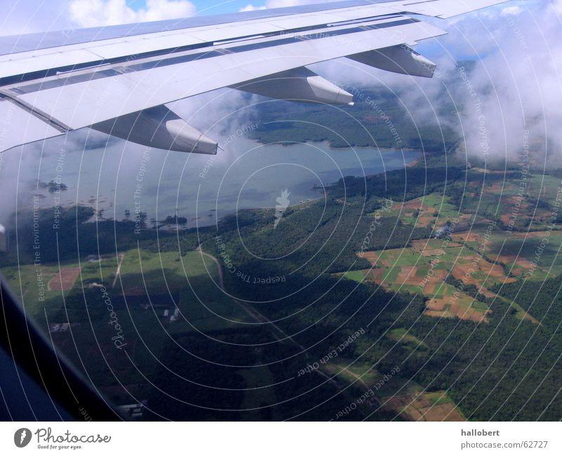 Mauritius von oben Wolken Flugzeug Luftverkehr Tragfläche Triebwerke über den Wolken