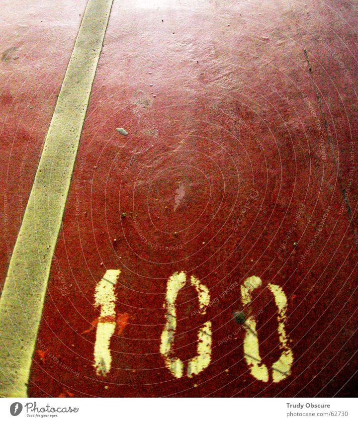 postcard no. 100 weiß rot Stein dreckig Beton Bodenbelag Ziffern & Zahlen Spuren Fußspur Parkplatz Garage Oberfläche Staub Parkhaus Tiefgarage Parkplatznummer