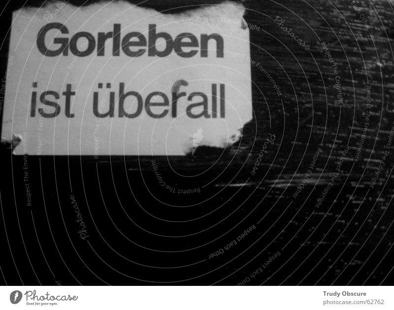 ansichtssache Hintergrundbild Schwarzes Brett Holzbrett schwarz dunkel Meinung Etikett Zettel protestieren Demonstration widersetzen Konflikt & Streit rückwand