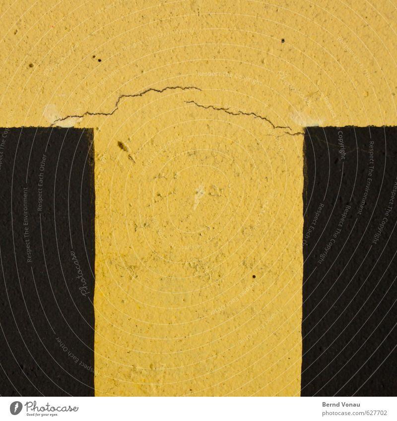 T alt Farbe gelb Wand Linie braun Fassade Brücke Pause Buchstaben Riss Putz rau Rechteck Bruch t